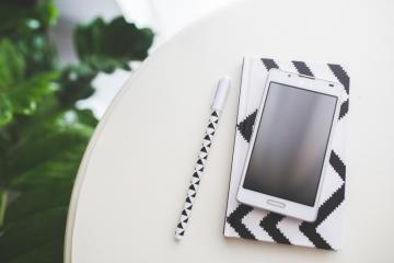 smartphone-notebook-pen-notes-large.jpg